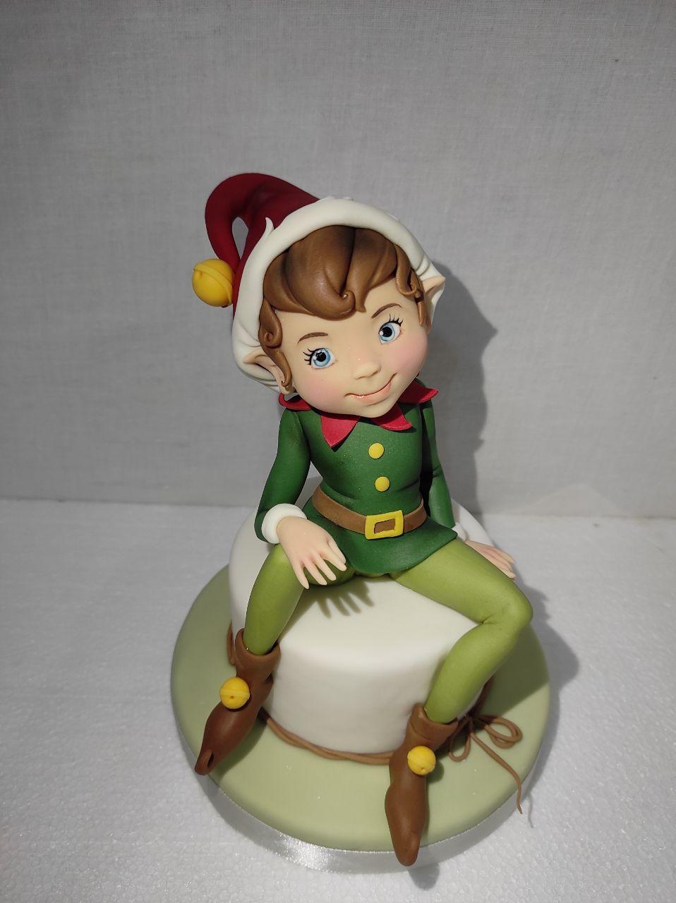 Tutorial Elfo Natalizio realizzato da Valentina Maggio con le paste di zucchero Emy Forcakedesigner